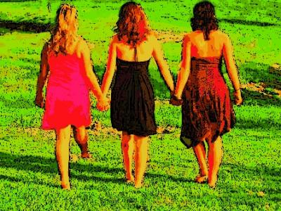 Girls-Holding-Hands_400